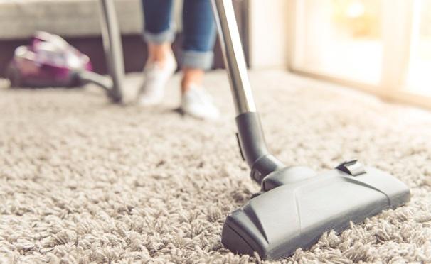 Скидка на Комплексная уборка помещения с глажением одежды и мытьем посуды + химчистку кресел, стульев и диванов от компании «Дворецкий». Скидка до 78%