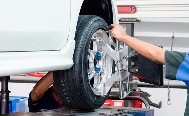 Шиномонтаж и балансировка четырех колес радиусом до R17 включительно в автотехцентре «Авто-Реал Сервис». Скидка 74%